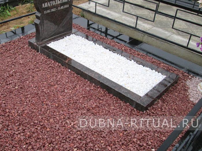 Гранитная крошка на кладбище изготовление и установка надгробных памятников из гранита
